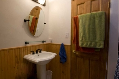 08_attic_apartment__bathroom-1